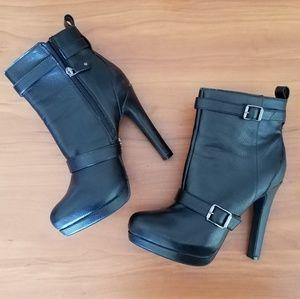 Simply Vera Vera Wang Black High Heel 8.5